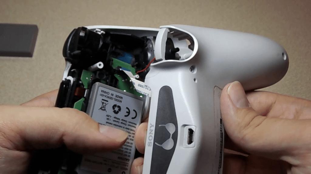 Replacing-the-DualShock4-controller-battery-bazi-psn.ir